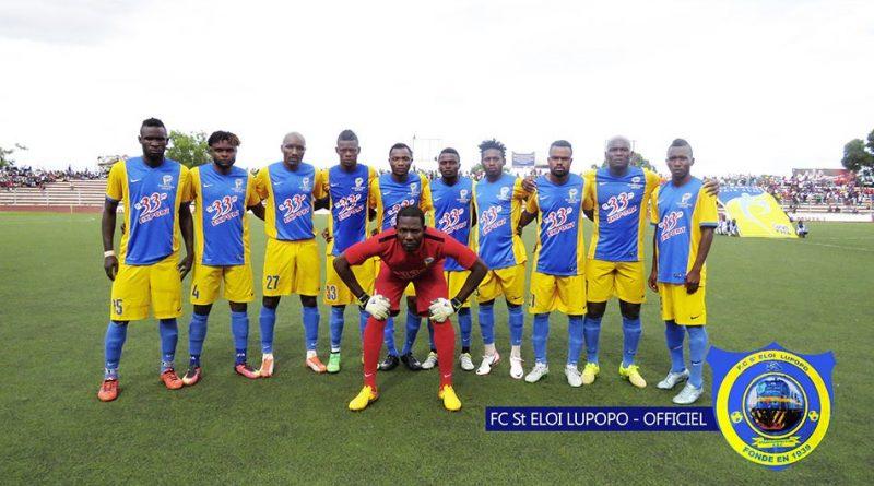 Saint Eloi Lupopo en pose avant le match