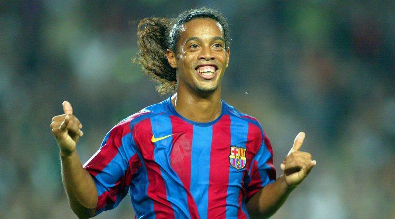 Ronaldinho du FC Barcelona célèbre son but durant le match de La Liga entre le FC Barcelona et le Real Sociedad